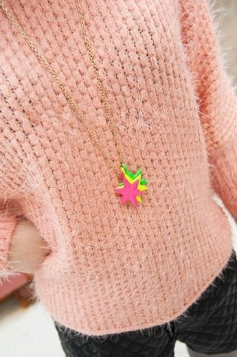 Collar hipster estrellas de colores de neón