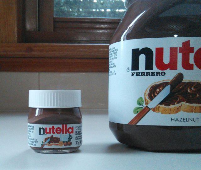 Un bote de Nutella gigante y un bote enano