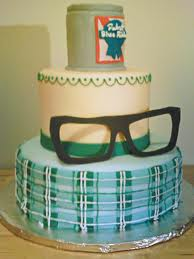 Pastel de cumpleaños para hipsters con gafas de pasta