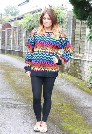 Chica con jersey de lana estilo hipster años 90
