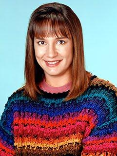 El personaje Jackie de la serie Roseanne con jersey de rayas hipsters