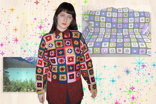 Chica hipster con jersey macramé retro