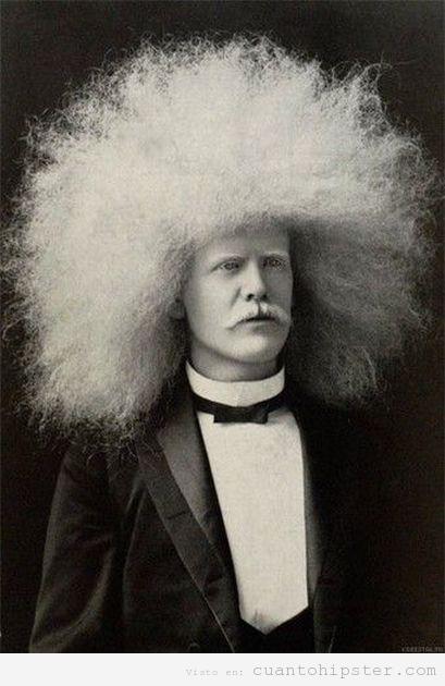 Imagen antigua de un hombre con pelo afro, look hipster