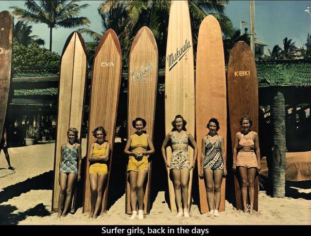 Foto retro de surferas de los años 50