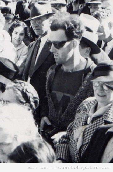 Imagen de un hombre con look hipster en 1940