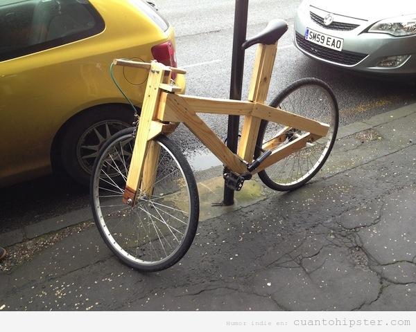 Bicicleta hipster con el cuadro de madera