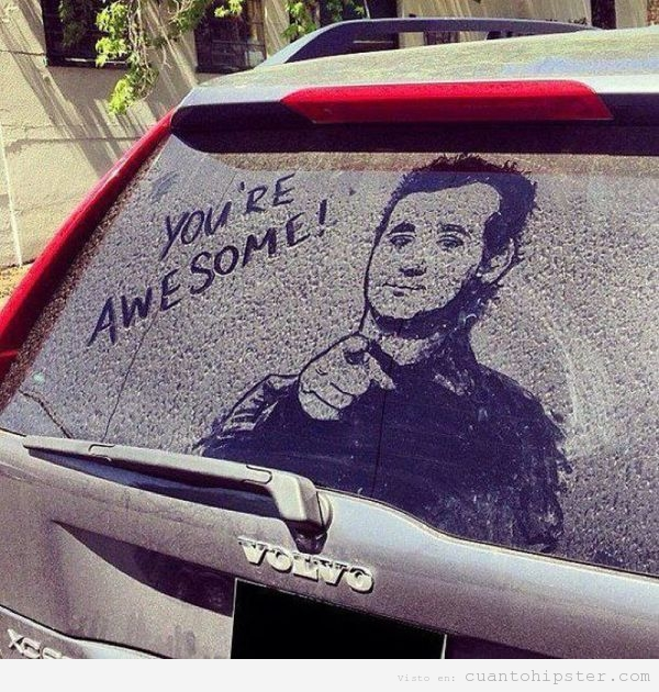 Bill Murray dibujado en el cristal sucio del coche