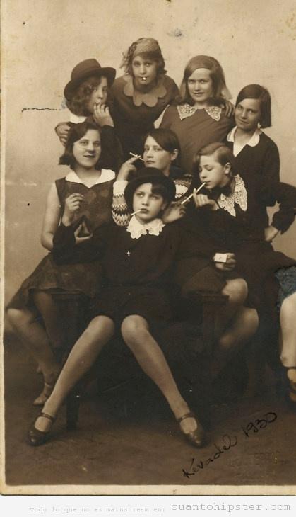 Foto de un grupo de adolescentes de 1930