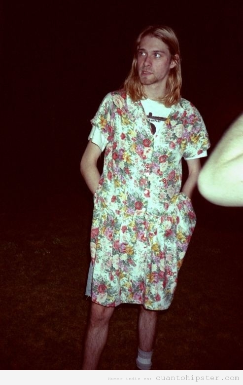 Foto grunge de Kurt Cobain con vestido de flores