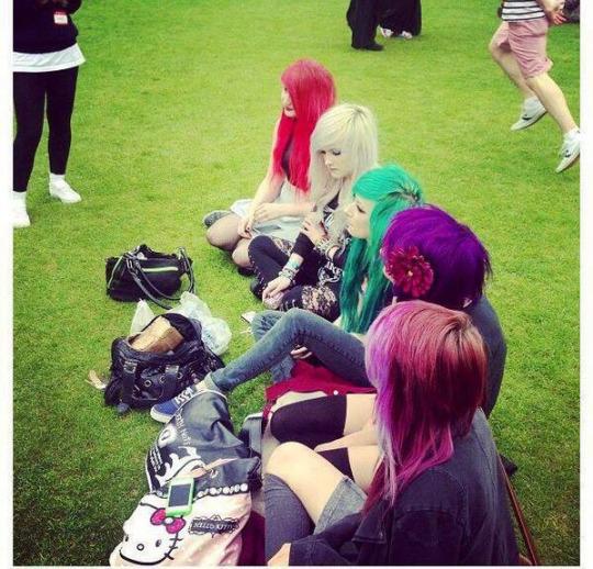 Grupo chicas pelo de colores sin repetir