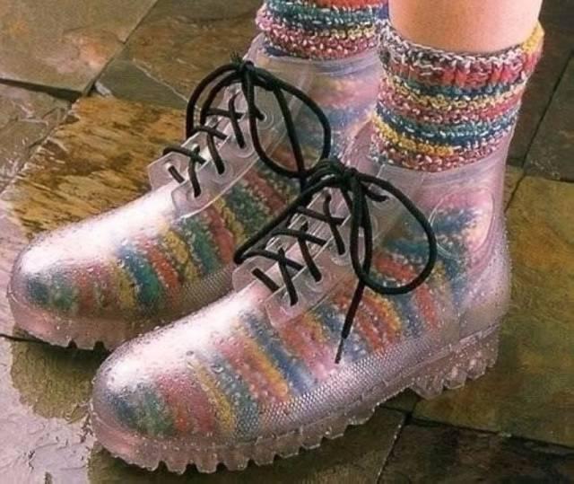 Look hipster, botas transparentes