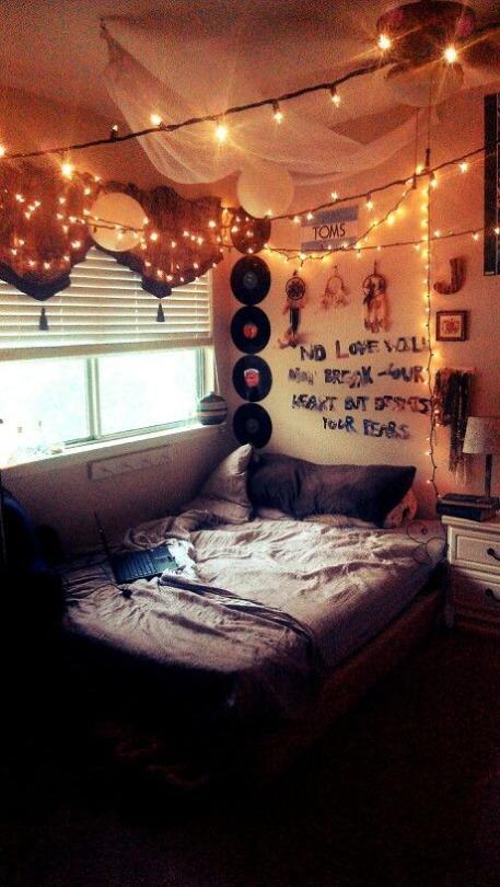Habitación con decoración boho y hipster