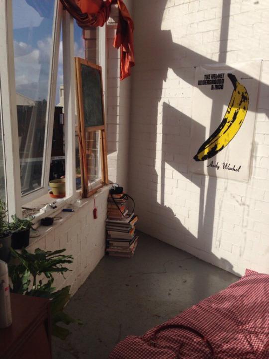 Decoración de habitación hipster con poster de Andy Wathol