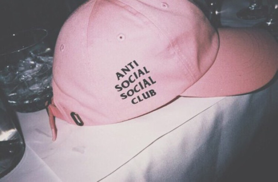 Gorra que dice Anti social social club