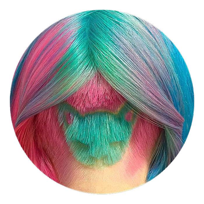 Peinado hipster, pelo de colores con forma de gato rapada 2