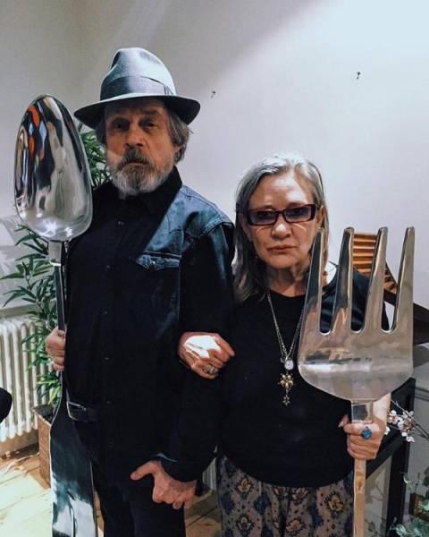 Padres hipsters imitando el cuadro de American Gothic