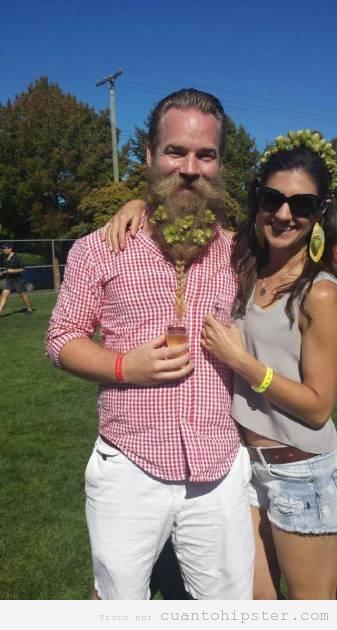 Chico hipster con la barba llena de flores