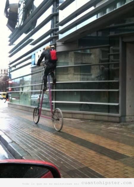 Hipster bicicleta muy alta