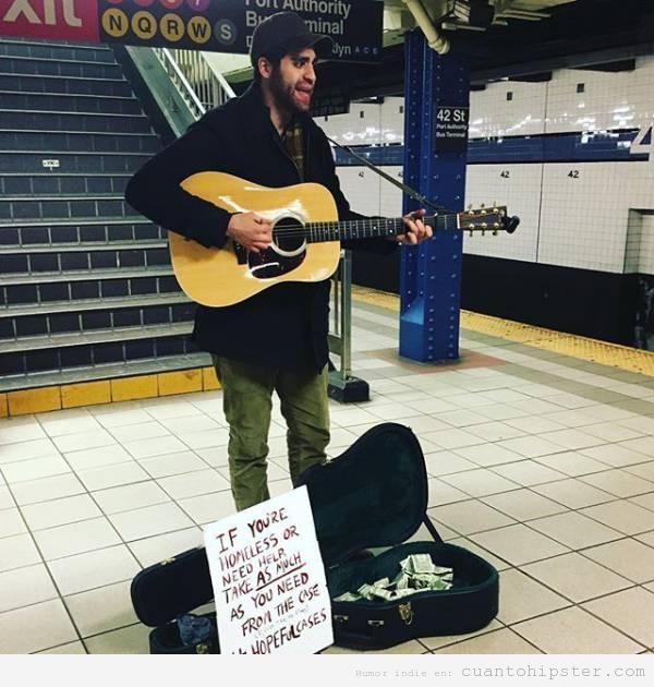 Cantante hipster en el metro con cartel solidario