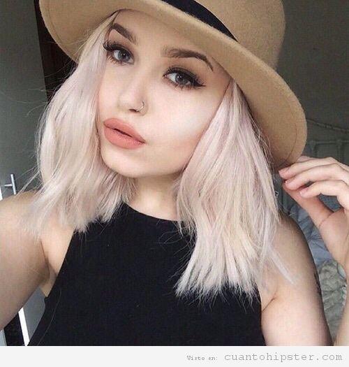 Pelo rubia ceniza mujer hipster 4