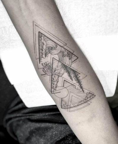 Tatuajes hipsters triángulo y paisaje